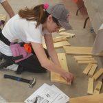 Les filles de l'école Saint-Joseph sont initiées aux différents métiers de la construction